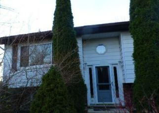 Foreclosed Home en SUNSET ST, Clarks Summit, PA - 18411