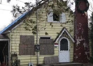 Foreclosed Home in 4TH AVE, Huntington Station, NY - 11746