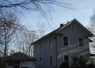 Foreclosed Home en CLINTON PL, Wallingford, CT - 06492