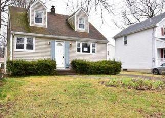 Foreclosed Home in PARKVIEW ST, Meriden, CT - 06451