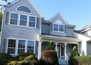 Foreclosed Home en HESSIAN CT, Centereach, NY - 11720