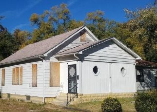 Foreclosed Home en N 53RD ST, East Saint Louis, IL - 62204