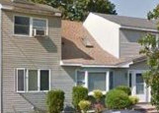 Foreclosed Home en FEUSTAL ST, West Babylon, NY - 11704