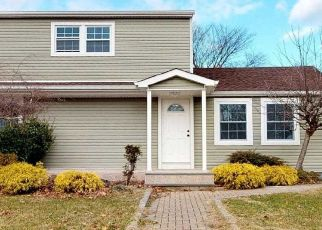 Foreclosed Home in BRENTWOOD ST, Bay Shore, NY - 11706