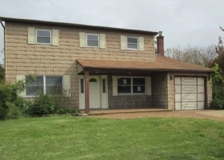Foreclosed Home en EILEEN DR, Ronkonkoma, NY - 11779