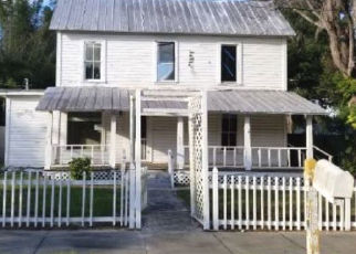 Foreclosed Home in PENT ST, Tarpon Springs, FL - 34689