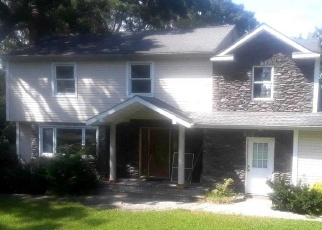 Foreclosed Home in EDGEWOOD AVE, Smithtown, NY - 11787
