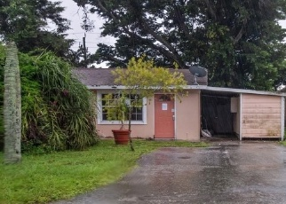 Foreclosed Home en SEMINOLE AVE, Naples, FL - 34112