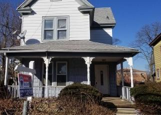 Foreclosed Home en RAYNOR ST, Freeport, NY - 11520
