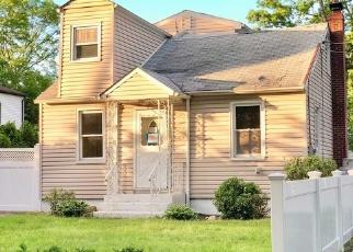 Foreclosed Home en WOODLAWN AVE, Ronkonkoma, NY - 11779