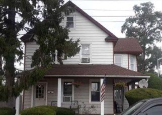 Foreclosed Home en MERLE AVE, Oceanside, NY - 11572