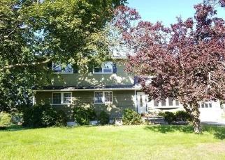 Foreclosed Home en MARC TER, Monroe, NY - 10950