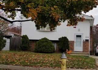 Foreclosed Home en PARK AVE, Lindenhurst, NY - 11757