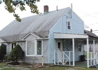 Foreclosed Home en VALLEY RD, Levittown, NY - 11756