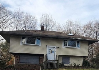 Foreclosed Home en OLD TOWN RD, East Setauket, NY - 11733
