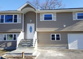 Foreclosed Home en ROCKLAND AVE, West Babylon, NY - 11704