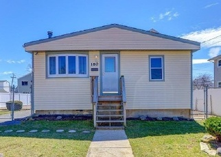 Foreclosed Home en ALICE AVE, Oceanside, NY - 11572