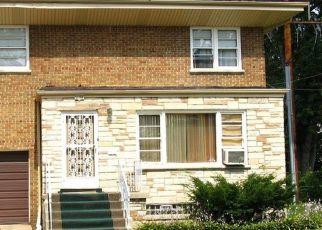 Foreclosed Home en E 77TH ST, Chicago, IL - 60649