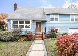 Foreclosed Home en AMBROSE CT, Baldwin, NY - 11510