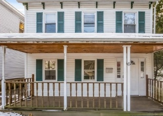 Foreclosed Home en SPRING VALLEY ST, Beacon, NY - 12508