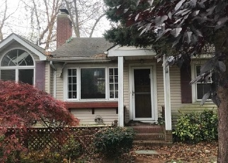 Foreclosed Home en CLIFF RD E, Wading River, NY - 11792