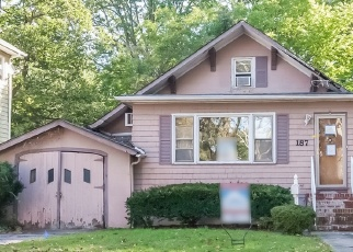 Foreclosed Home in QUEEN ANNE RD, Bogota, NJ - 07603