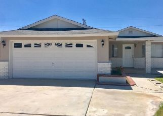 Foreclosed Home en CLINTON ST, Delano, CA - 93215
