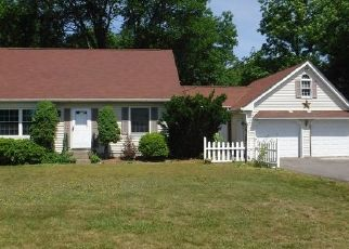 Foreclosed Home en SHAKER RD, Enfield, CT - 06082
