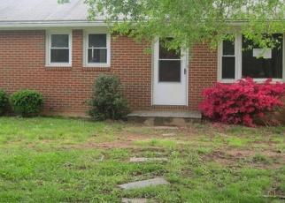 Foreclosed Home en STEWARTSVILLE RD, Vinton, VA - 24179