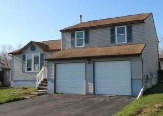 Foreclosed Home en TOSCANO DR, Clay, NY - 13041