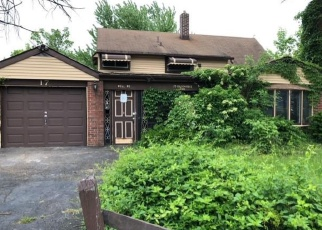 Foreclosed Home en GOLDENRIDGE DR, Levittown, PA - 19057