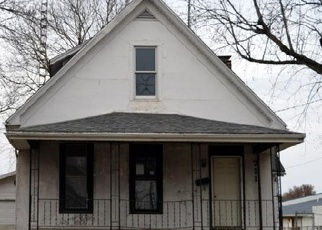 Foreclosed Home in E FRANKLIN ST, Taylorville, IL - 62568