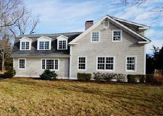 Foreclosed Home en LONGSHORE LN, Madison, CT - 06443