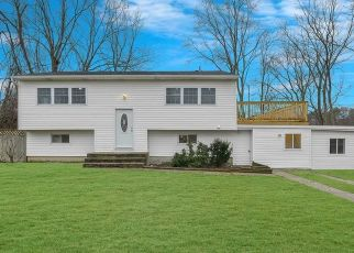 Foreclosed Home en OXFORD ST, Islip, NY - 11751
