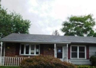 Foreclosed Home en 1ST ST, Ronkonkoma, NY - 11779
