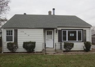 Foreclosed Home en LATROBE AVE, Burbank, IL - 60459