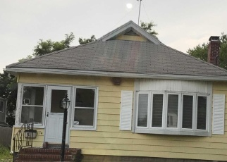 Foreclosed Home en FALCON AVE, Patchogue, NY - 11772