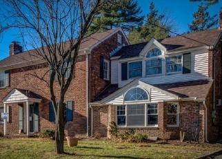Foreclosed Home en ORCHARD DR, Williston Park, NY - 11596