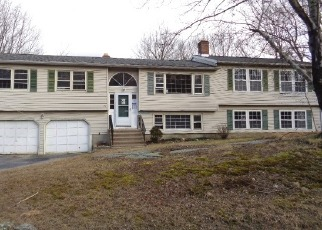 Foreclosed Home in FAR HORIZONS DR, Shelton, CT - 06484