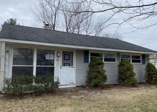 Foreclosed Home en LAWNCREST DR, Southington, CT - 06489