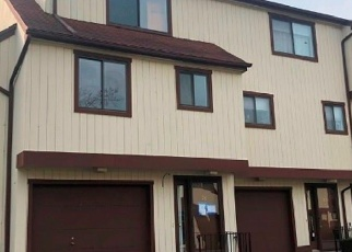 Foreclosed Home in DORCHESTER CT, Beacon Falls, CT - 06403