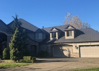 Foreclosed Home in S CLACKAMAS RIVER DR, Oregon City, OR - 97045