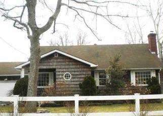 Foreclosed Home en BABYLON RD, Mastic Beach, NY - 11951