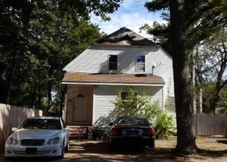 Foreclosed Home en 3RD ST, Brentwood, NY - 11717