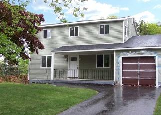 Foreclosed Home en 1ST AVE, Medford, NY - 11763