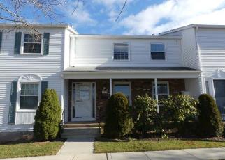 Foreclosed Home in ESQUIRE DR, Manchester, CT - 06042