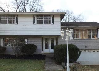Casa en ejecución hipotecaria in Pittsburgh, PA, 15235,  KNICKERBOCKER DR ID: F4339273