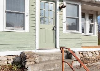 Foreclosed Home en MAPLE ST, Pawcatuck, CT - 06379