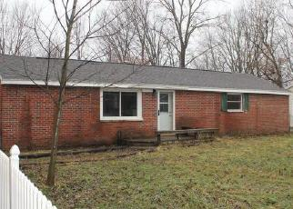 Foreclosed Home en S WAVERLY RD, Lansing, MI - 48911