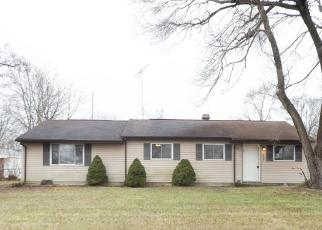 Foreclosed Home en FARM RD, Waterford, MI - 48327
